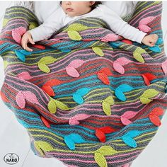 We welcome autumn in color! Love the blankets you will learn with Nako Bebe 100 . Hand Knitting Yarn, Sewing Techniques, Crochet Designs, Knitwear, Cross Stitch, Kids Rugs, Autumn, Learning, Cute