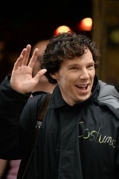 Sherlock star Benedict Cumberbatch waves to fans while filming in Cardiff - walesonline