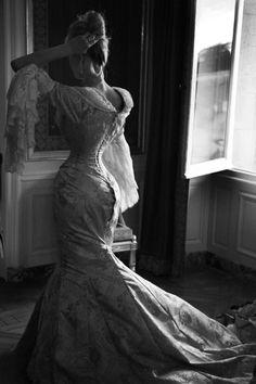 Corset François Tamarin. Photo credit: Andy Julia. Custom made corset and dress by Corset Paris