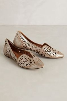 Lydia Lasercut Loafers from Anthropologie. These look like mojdis. Great to wear with a salwar kameez. Look Fashion, Fashion Shoes, Fashion Accessories, India Fashion, Japan Fashion, Fall Fashion, Ballerinas, Crazy Shoes, Me Too Shoes