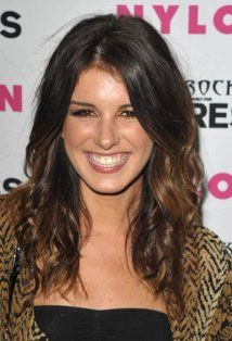 shenae grimes...someone told me i looked like her...i'll take it
