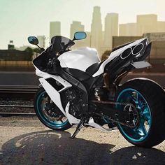 Yamaha R1 with TOCE exhaust