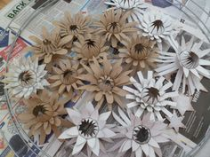More toilet paper roll flowers - would be great for Christmas bows or ornaments