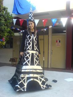 Eiffel tower costume - I despise Halloween, but I'm that much of a francophile that I'd wear this!!