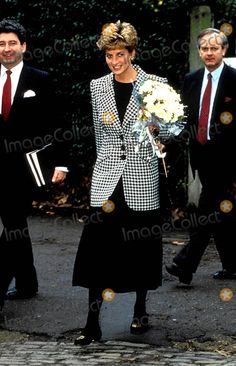 January 28, 1993: Princess Diana with her bodyguard Patrick Jephson during her visit to the Homeless Families Centre, London. Photo: Dave Chancellor / Alpha / Globe Photos Inc