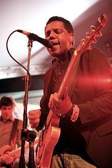 Murray Lightburn en concert avec The Dears en 2007.