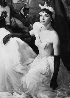 """margotfonteyns: """"""""Audrey Hepburn in Sauce Tartare at the Cambridge Theatre, 1949 """" """" Classic Hollywood, Old Hollywood, Hollywood Gowns, Audrey Hepburn Pictures, Viejo Hollywood, Olivia De Havilland, Old Movie Stars, Star Wars, Actrices Hollywood"""