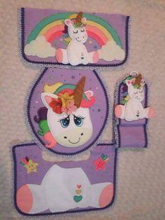 Jogo de banheiro unicornio com molde para imprimir #feltro #artesanato #moldes #manualidades #fieltro #crafts #handmade #diy #eimeninas Felt Crafts, Crafts To Make, Unicorn Rooms, Bathroom Sets, Zebras, Decor Crafts, Ideas Para, Giraffe, Lunch Box