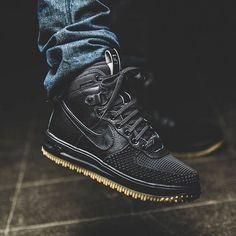 RESTOCK. Nike Lunar Force 1 Duckboot Black  http://ift.tt/1KGuxv1 Nike Duck Boots, Nike Winter Boots, Nike Boots Mens, Cheap Shoes For Men, Nike Shoes For Men, Boots For Men, Nike Free Shoes, Nike Af1, Nike Roshe