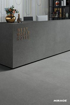 When it comes to getting a hotel ready to greet its guests, a lobby design is a tell-all. The entrance to a brand new world of luxury, these luxurious hotel lob Hotel Reception Desk, Office Reception Design, Lobby Reception, Reception Counter Design, Modern Reception Desk, Office Interior Design, Luxury Interior Design, Office Interiors, Modern Interior