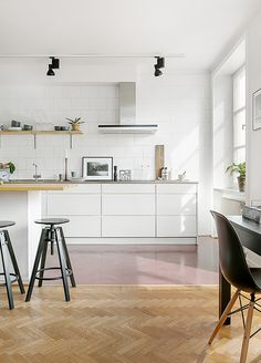 & Design Ideas to Borrow From Modern Kitchens (No Matter What's Your Style) All-white modern Scandinavian kitchen with red concrete floors and open shelving.All-white modern Scandinavian kitchen with red concrete floors and open shelving. Kitchen Tiles, Kitchen Colors, Kitchen Flooring, New Kitchen, Kitchen Decor, Kitchen White, Modern Flooring, Cocinas Kitchen, Scandinavian Kitchen