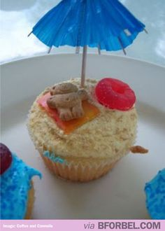 Adorable beach themed cupcakes #summer