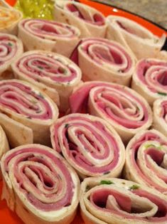 Italian Roll-ups :: use laughing cow light garlic & herb instead of cream cheese to reduce calories (Finger Food Appetizers Birthday) Appetizers For Party, Finger Food Appetizers, Appetizer Recipes, Snack Recipes, Parties Food, Easy Finger Food, Dinner Recipes, Italian Appetizers, Snacks