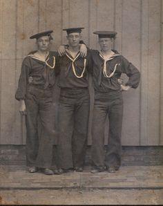 Navy men, World War 1 Vintage Pictures, Vintage Images, Vintage Men, Retro Men, World War One, First World, Vintage Sailor, Vintage Nautical, Monsieur Madame