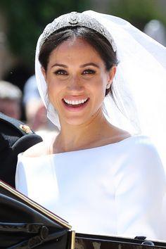 Chignon et tiare, la coiffure sobre mais chic de Meghan Markle pour son mariage #MeghanMarkle #PrinceHarry #mariage #chignon #coiffure #tiare #cheveux #voile #aufeminin #beauté #maquillage