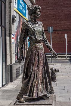Countess Markievicz played an active part in the Easter Rising of 1916 and in… Ireland 1916, Easter Rising, Erin Go Bragh, Irish Roots, Irish Celtic, Irish Eyes, Women In History, Famous Women, Strong Women