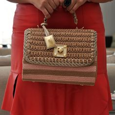 Marvelous Crochet A Shell Stitch Purse Bag Ideas. Wonderful Crochet A Shell Stitch Purse Bag Ideas. Crochet Shell Stitch, Crochet Hook Set, Diy Crochet, Crochet Clutch, Crochet Handbags, Crochet Purses, Crotchet Bags, Knitted Bags, Yarn Bag