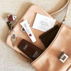 Verratet uns, was in eurer Handtasche nicht fehlen darf und wir verlosen unter allen Kommentaren ein #ziaja #beautyset ______________foto: @ziaja_international ______________  Mp3 Player, Wellness, Beauty, Instagram Posts, Pictures, Cocoa Butter, Skincare Routine, Handbags, Face