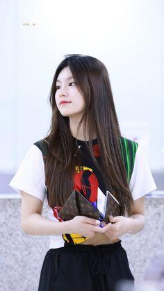 Kpop Girl Groups, Korean Girl Groups, Kpop Girls, Euna Kim, Soyeon, Airport Style, New Girl, Girls Generation, South Korean Girls
