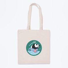 Dicen que todo el mundo busca algo. Bien, tú ya lo has encontrado. ¡Consigue esta bolsa de tela de oso panda antes de que se acaben!