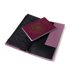 Zakerbi 'Z' Wallet. Numerous independent card inserts Passport section