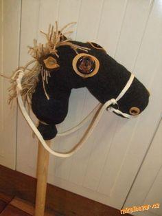 maska kůň vyrobit - Hledat Googlem Stick Horses, Halloween, Hair Styles, Beauty, Carnavals, Hair Plait Styles, Hairdos, Haircut Styles, Hairstyles