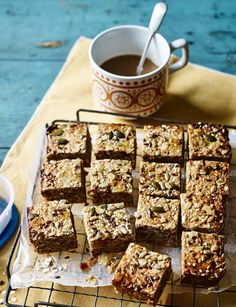 Coconut, banana and date breakfast squares recipe - this healthy breakfast bake recipe is really easy! Make a batch on Monday morning and enjoy for the whole week. Vegan Snacks, Healthy Treats, Healthy Baking, Healthy Food, Vegan Food, Baked Breakfast Recipes, Breakfast Bars, Vegan Breakfast, Banana Breakfast