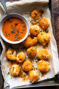 Fried Buffalo Goat Cheese Balls, soft, creamy goat cheese, rolled in Panko bread crumbs, and lightly pan fried Golden and crisp on the outside and extra soft and melty in the center Drizzle with spicy homemade buffalo sauce for a truly delicious ap - p Yummy Appetizers, Appetizer Recipes, Appetizers Superbowl, Veggie Appetizers, Tapas Recipes, Lasagna Recipes, Party Recipes, Casserole Recipes, Dinner Recipes