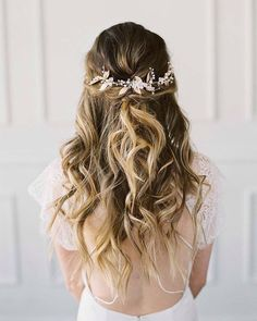Wedding Hairstyles Updo Beautiful bridal accessories from All About Romance via Magnolia Rouge Wedding Hairstyles Half Up Half Down, Wedding Hairstyles For Long Hair, Bride Hairstyles, Down Hairstyles, Hair Wedding, Boho Wedding, Wedding Simple, Wedding Vintage, Wedding Rustic