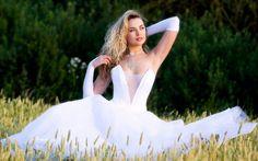 Sexy Bride in the Wheat Field Wallpaper