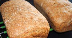 Grovt rugbrød med havre som både er saftig og godt og passer utmerket til matpakke. Oppskriften gir to store brød (2 l): 1 l skummet kultu...