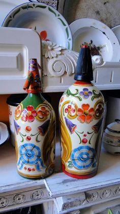 Bottles And Jars, Glass Bottles, Perfume Bottles, Norwegian Rosemaling, Altered Bottles, Bottle Painting, Folk Art, Tapestry, Hand Painted