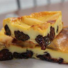 Si vous aimez les flanspâtissiers, les textures douces et fondantes et... les pruneaux, cette recette de far, très facile à réaliser devrait vous plaire. Des ingrédients basiques pour un résultat que j'adore, et plein de versions selon ses envies : raisins ou abricots secs,zestes