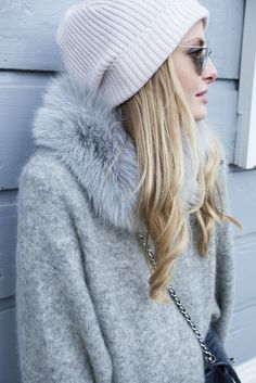 Cute light grey coat with fur collar. New collection.