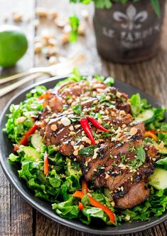 This Easy Thai Steak Salad is a super quick meal to prepare! It's loaded with veggies and features a grilled Thai-inspired marinated sirloin steak. A must try salad if you're looking for something healthy but also to satisfy those tastebuds! Thai Steak Salad, Steak Salat, Grilled Steak Salad, Thai Salads, Steak Tacos, Asian Recipes, Beef Recipes, Cooking Recipes, Thai Recipes