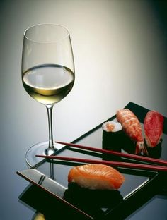 Vinho Branco + Comida Japonesa.