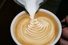 How to create Latte Art - Free Pour - http://coffeeinfo.wordpress.com/a-guide-to-latte-art-free-pour/