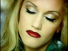 Gwen killing it with that chola style. | 24 Times Gwen Stefani Proved That She Is Chola Glamour Personified