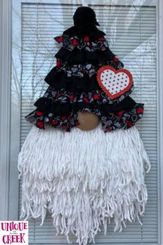 This contains: There's no place like GNOME this Valentine's Day! Unique in the Creek has your DIY wreath boards and craft supplies to create adorable DIY Valentine's Day decor like this adorable Gnome by our Creeker, Lori Alford McGuinn! Create gorgeous DIY gnome wreaths like this one and so much more at Unique in the Creek today! #diyvalentinesday #diygnomedecor #diywreath #diyhomedecor Easy Valentine Crafts, Valentine Wreath, Wreath Crafts, Diy Wreath, Wreath Ideas, Diy Party Decorations, Valentine Decorations, Easy Diy Gifts, Homemade Gifts