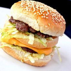 A Better Big Mac recipe - from The Burger Lab Burger Recipes, Copycat Recipes, Beef Recipes, Marmite Recipes, Fast Recipes, Hamburgers, Cheeseburgers, Mcdonalds, Gastronomia
