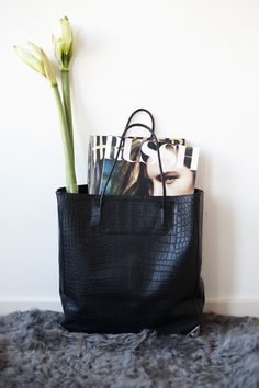 Fancy - Croc Prisma Tote by Alexander Wang My Bags, Purses And Bags, Fall Bags, Indie Fashion, Fashion Beauty, Beautiful Bags, Backpacker, Crocodile, Crocs