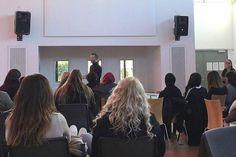Morten Østergaard på charmeoffensiv  i debat med unge om uddannelse