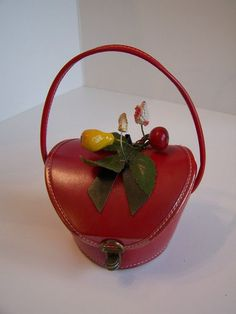 CHILDS VINTAGE SMALL RED BOX PURSE