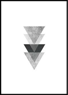Trendig och stilren poster med motiv av trianglar i rad i gråa nyanser. Tryckt på högkvalitativt, obestruket papper som håller länge. Ram ingår ej. Storlek: A4