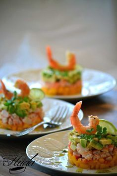 food_drink - Tartar de langostino, mango y aguacate Healthy Snacks, Healthy Recipes, Good Food, Yummy Food, Appetisers, Food Presentation, Finger Foods, Catering, Gastronomia
