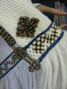 A detail of a folk costume from Heinola, Finland ♢ Heinola Viking Dress, Viking Clothing, Norse Vikings, Viking Art, Textile Fiber Art, Iron Age, Silver Brooch, Fabric Manipulation, Folk Costume
