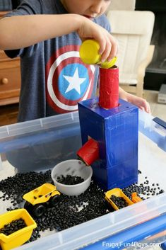 Construction Truck Sensory Bin – Frugal Fun For Boys and Girls – Kinderspiele Toddler Learning Activities, Sensory Activities, Sensory Play, Infant Activities, Kids Learning, Farm Sensory Bin, Motor Activities, Summer Activities, Toddler Play
