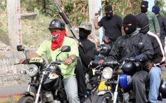 Colectivos toman iglesia de Caracas y obligan a feligreses a escuchar discurso político - http://wp.me/p7GFvM-zmB