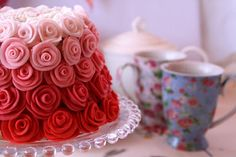 It's the most beautiful cake I have ever seen! (well, it's up there!) Recipe in Spanish...