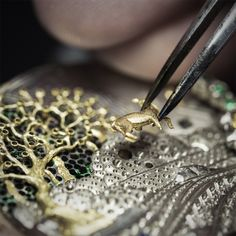 Watches&Wonders 2015 - The Poetry of Time™ by Van Cleef & Arpels. Positioning the gold engraved doe of the Lady Arpels Peau d'Âne Forêt enchantée watch.